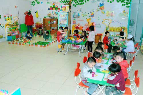 Diện tích phòng chăm sóc, giáo dục trẻ bảo đảm ít nhất 1,5m2/em