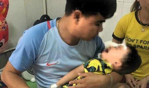 Bé trai 2 tuổi bị chó nhà cắn 'nát' mặt
