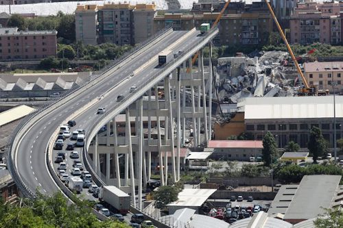 Không một ai nghĩ đến việc dừng hoạt động cây cầu đổ nát của Italia