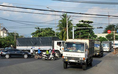 Tắc nghẽn giao thông trước cửa ngõ Long Khánh