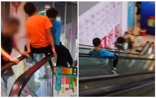 Phụ huynh lĩnh đủ 'gạch đá' vì reo hò cổ vũ trong khi con trai trượt trên tay vịn cầu thang ở trung tâm thương mại