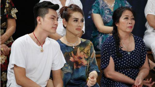 Lâm Khánh Chi nghẹn ngào sợ mất chồng khi nhờ người mang thai hộ