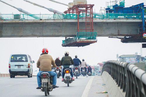 Ẩn họa treo lơ lửng quanh các công trình xây dựng ở Hà Nội