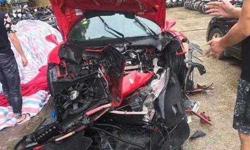 Siêu xe chục tỷ chở ca sĩ Tuấn Hưng gặp tai nạn vỡ nát đầu