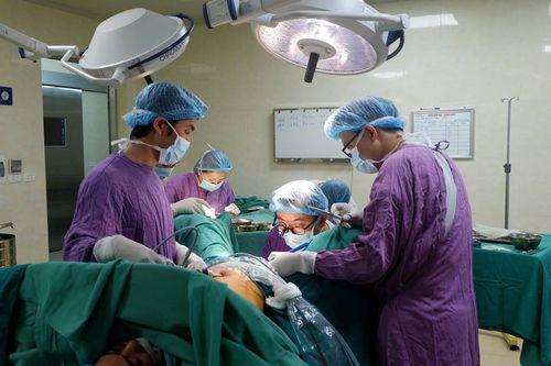 Cuộc phẫu thuật thay đổi cuộc đời cô gái suốt 22 năm không có âm đạo