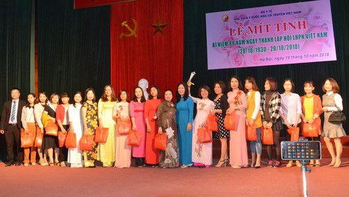 Học viện Y – Dược học cổ truyền Việt Nam mít tinh tôn vinh nữ cán bộ viên chức