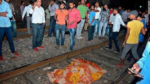 Ấn Độ: Tai nạn đường sắt thảm khốc khiến hơn 50 người thiệt mạng