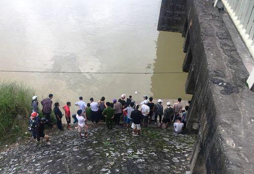Nam sinh lớp 9 bỏ xe đạp trên cầu Hàm Rồng, nhảy sông tự vẫn