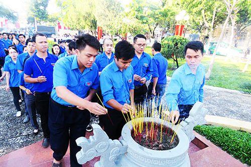 Dâng hương kỷ niệm 73 năm ngày Nha Trang - Khánh Hòa kháng chiến