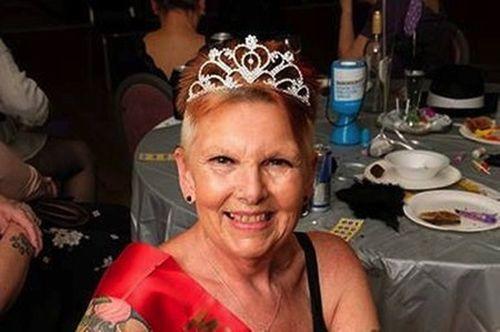 Cụ bà 70 tuổi đam mê nhảy thoát y