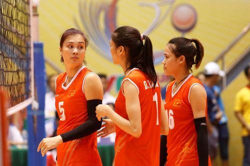 Hoa khôi bóng chuyền Kim Huệ bất ngờ thi đấu trở lại
