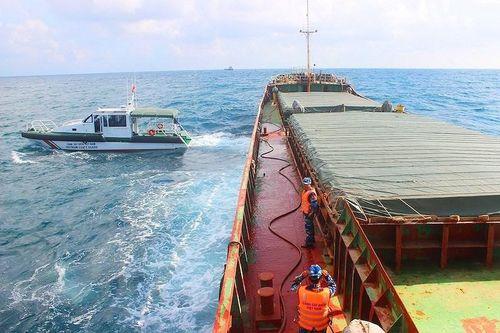 Tạm giữ tàu chở gần 3.000 tấn than ở Quảng Nam