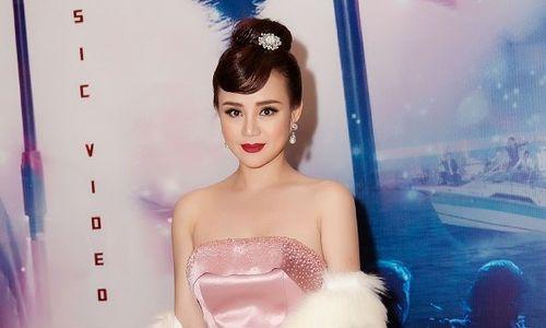 Vy Oanh: 'Chồng sợ con ở nhà không ai chăm sóc nên không thích tôi đi hát nhiều'