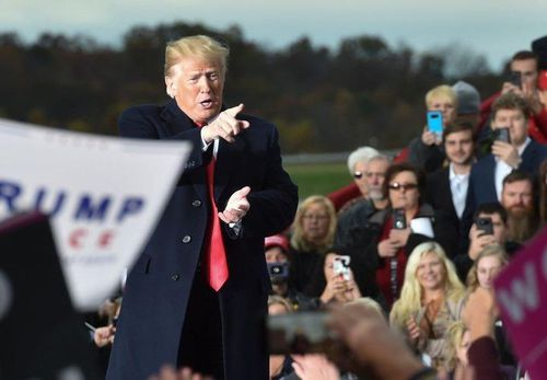Bầu cử giữa kỳ Mỹ tăng tốc trong chặng đua nước rút