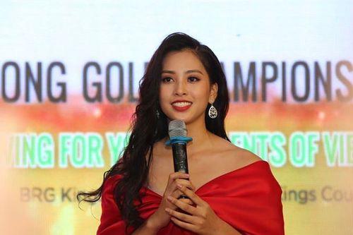 Hoa hậu Tiểu Vy khoe sắc ở giải golf báo Tiền Phong