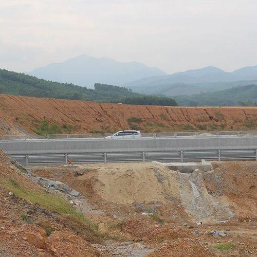 VEC giải thích hiện tượng sụt lún ở vòng xoay cao tốc Đà Nẵng – Quảng Ngãi