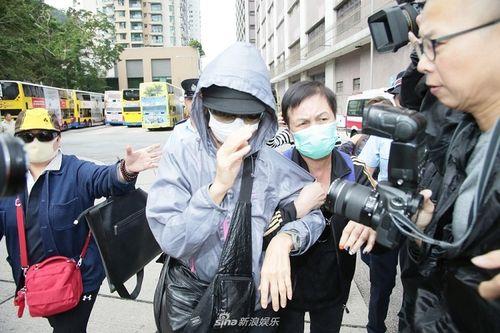 Chị gái của Lam Khiết Anh tới nhận thi thể của em gái