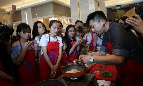Đầu bếp tài danh xứ Kim Chi sang Việt Nam dạy nấu ăn