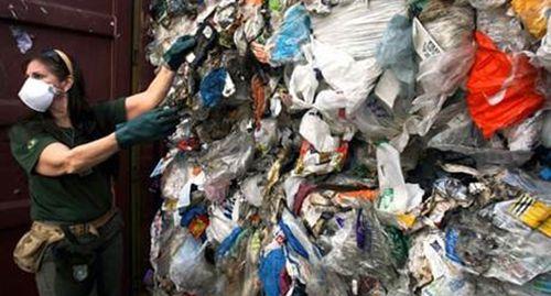 Anh: Điều tra ngành công nghiệp tái chế rác thải
