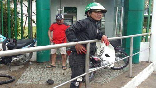 Bắt giam kẻ xát ớt vào mắt người đàn ông đi rút tiền ở cây ATM