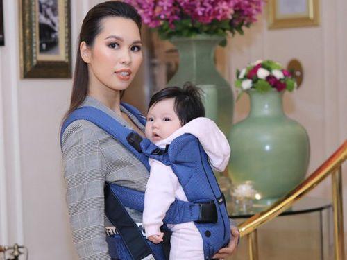 Hà Anh địu con gái Myla đi dự sự kiện kỷ niệm 45 năm quan hệ Anh - Việt