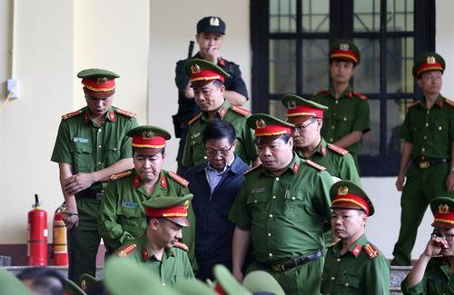 Toàn cảnh buổi đầu tiên phiên tòa kỷ lục xét xử cựu tướng công an trong đường dây đánh bạc nghìn tỷ