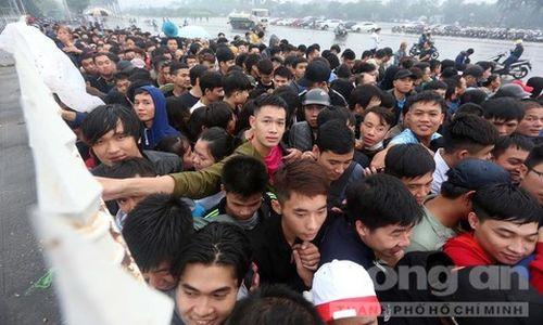 Trận Việt Nam - Malaysia: Vé chợ đen thổi giá gấp 7 lần