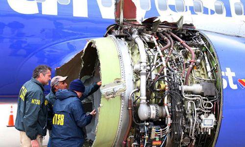 Chi tiết rợn người vụ khách bị hút ra cửa sổ máy bay Mỹ