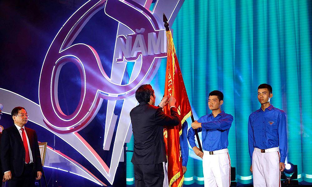 Báo Tiền Phong đón nhận Huân chương Lao động hạng Ba