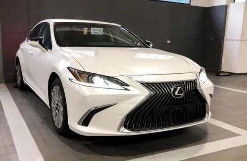 Sedan hạng sang Lexus ES 2019 'đổ bộ' về Việt Nam