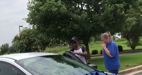 Phụ huynh hào phóng tặng cô giáo của con gái chiếc ô tô mới hơn 400 triệu đồng