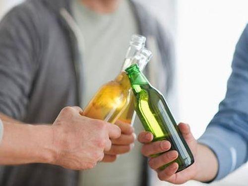 Đàn ông uống rượu, bia có chất lượng tinh trùng kém?
