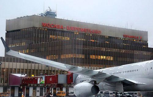 Máy bay chở khách cán chết người tại sân bay Nga