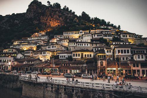 Trung tâm lịch sử Berat và Gjirokastra