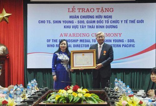 Chủ tịch nước tặng Huân chương Hữu nghị cho Giám đốc WHO Khu vực Tây Thái Bình Dương