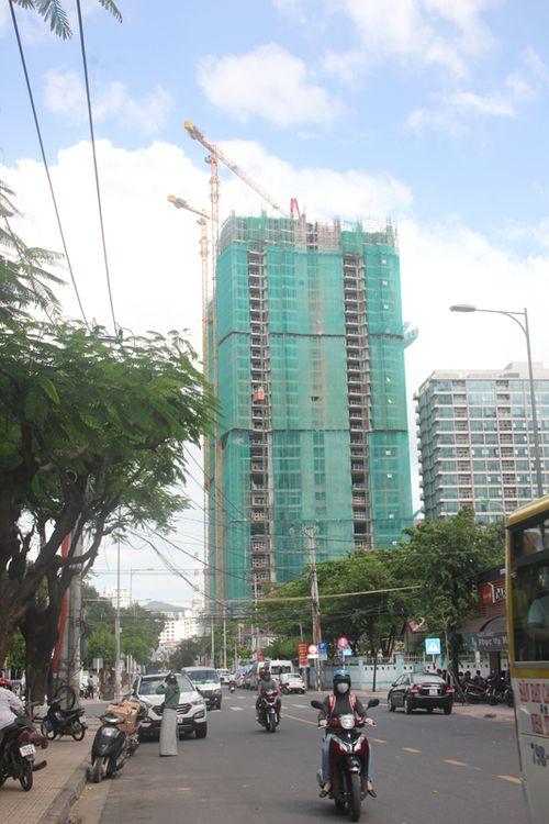 Cẩu tháp tiềm ẩn nguy cơ mất an toàn mùa mưa bão