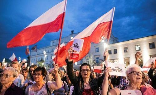 Ba Lan nhượng bộ, sửa đổi luật Tòa án Tối cao tranh cãi với EU