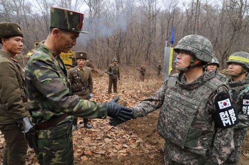 Hai miền Triều Tiên thông tuyến đường nối dọc biên giới