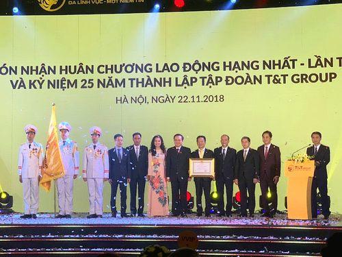 Tập đoàn T&T Group đón nhận Huân chương Lao động hạng Nhất lần 2 và ra mắt bộ nhận diện thương hiệu mới