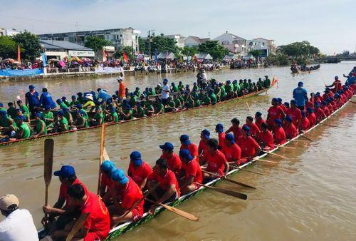 Giải đua ghe ngo mừng lễ hội Ok Om Bok năm 2018