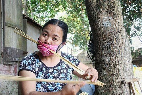 Chuyện thú vị ở ngôi làng 300 năm gắn bó với nghề đan mây, tre