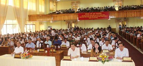 Quán triệt Nghị quyết Trung ương 8 cho cán bộ chủ chốt