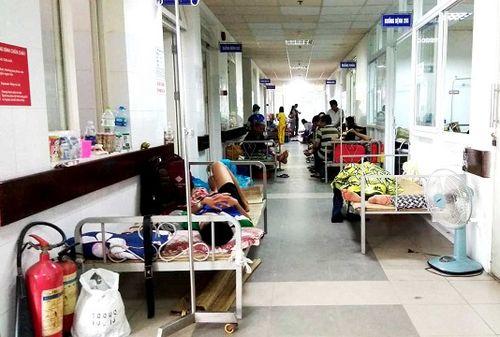 Bệnh viện Đà Nẵng quá tải do sốt xuất huyết bùng phát