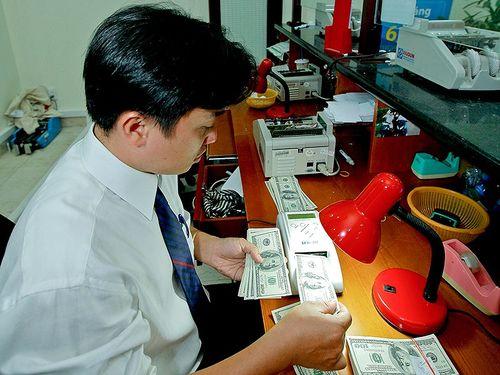 Doanh nghiệp nhập khẩu sẽ không được vay USD nữa?