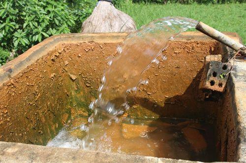 Hàng trăm hộ dân ăn uống nước nhiễm phèn nặng