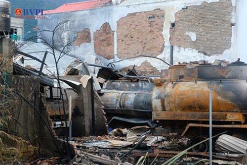 Bãi tập kết xe bồn bị cháy thuộc cơ sở kinh doanh xăng dầu không phép
