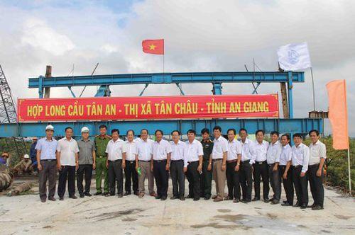 Gấp rút hoàn thành những hạng mục cuối cùng, sớm đưa cầu Tân An đi vào sử dụng
