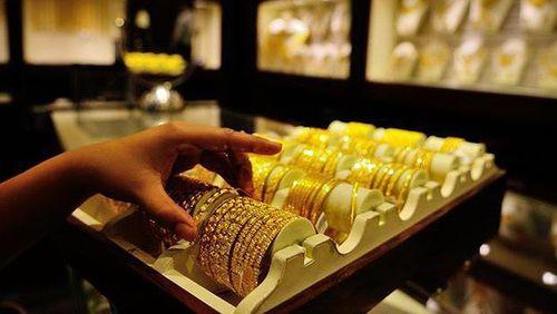 Giá vàng quay đầu tăng vọt, bất chấp USD lên cao