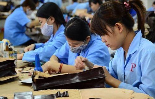 Người Việt 'đội sổ' năng suất lao động: Hấp dẫn đầu tư nhờ… đông?