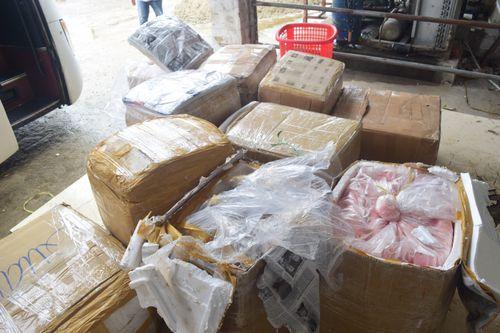 TT- Huế: Bắt giữ xe khách chở 37 thùng xốp chứa 2,5 tấn nội tạng động vật
